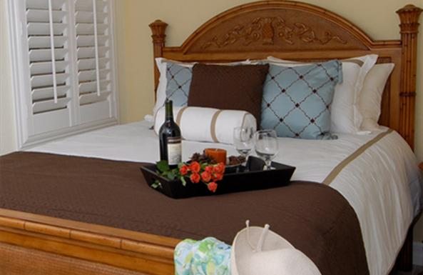 Fluffy pillowtop beds with designer bedding