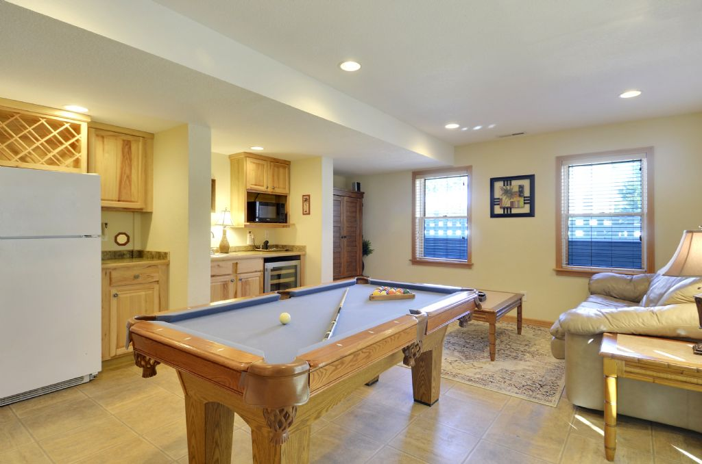 Rec Room w/ Pool Table