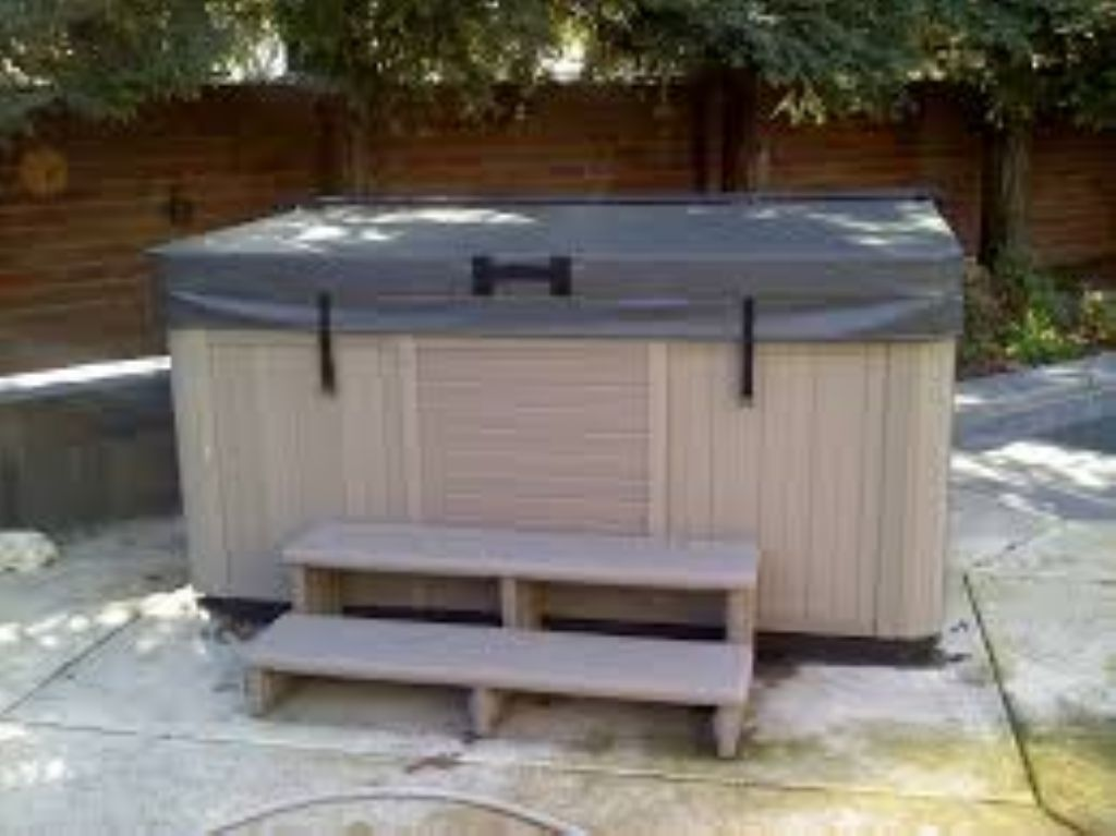 New Hot Tub coming in Spring of 2017!