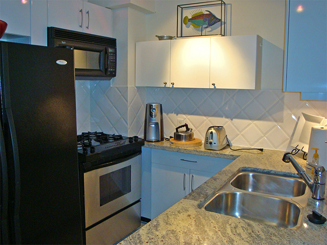 Fully equipped kitchen, gas range