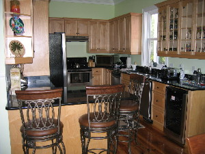 Fully-equiped kitchen, granite, stainless appliances