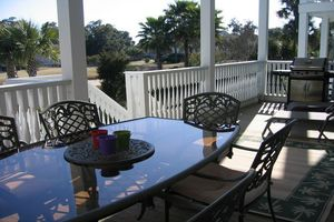 ""\""""Grill, dine outside, or just relax on the lower balcony.""""""300|200|?|en|2|99a737d30373016af5c419649c3be5f1|False|UNLIKELY|0.3053337335586548