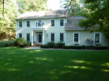 Soccer mom 39 s haven 5 bedrooms vacation house rental for Vacation rentals in saratoga springs ny