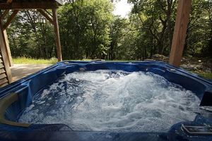 Beaver Creek Lodge - Cabin with Hot Tub For 8 Outside