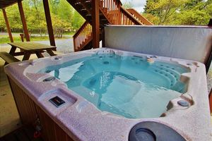 Falcon Ridge - Albrightsville Place To Rent - Poconos house rentals sleeps15 with HOT TUB