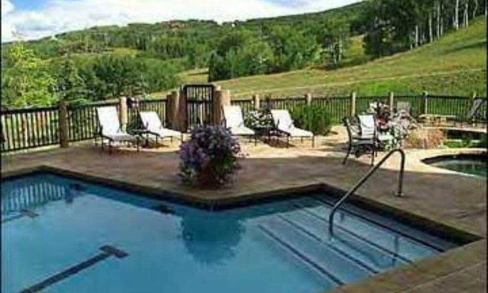 Bachelor Gulch ski in ski out luxury condo rental sleeps 10