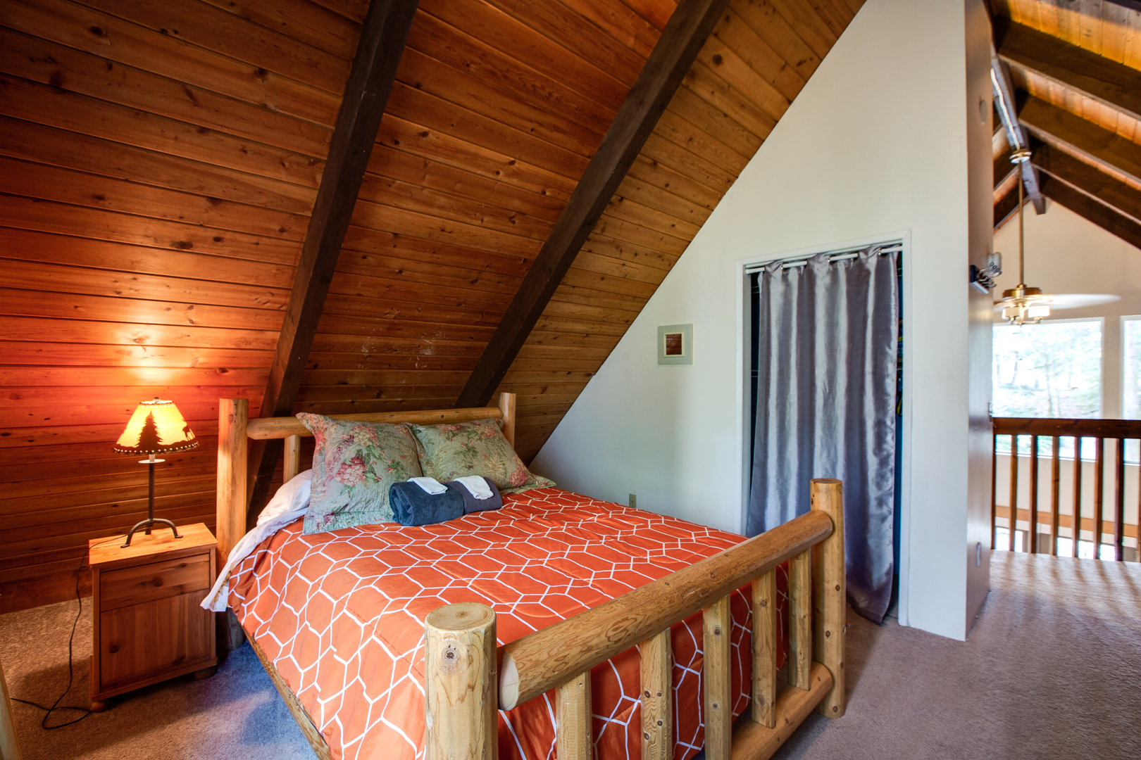 Queen bed in loft area