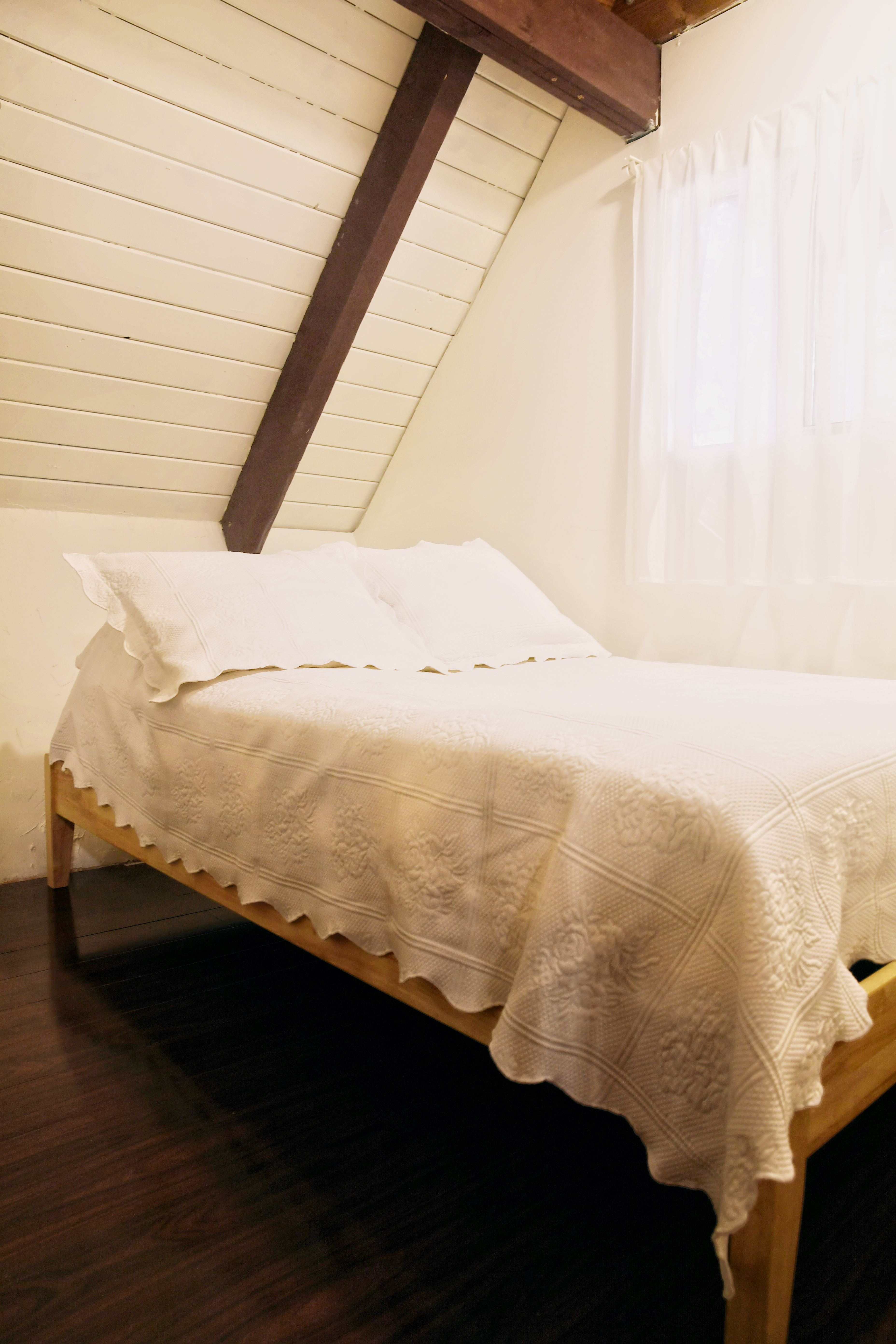 The 1st floor bedroom with a full-size bed