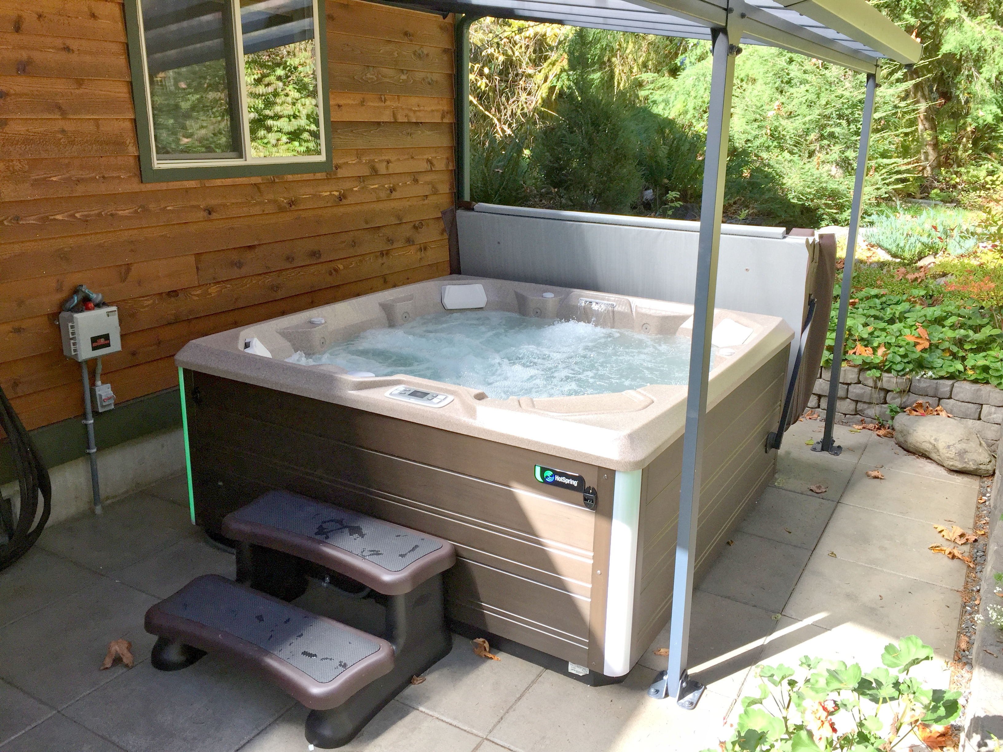 Your private outdoor hot tub!