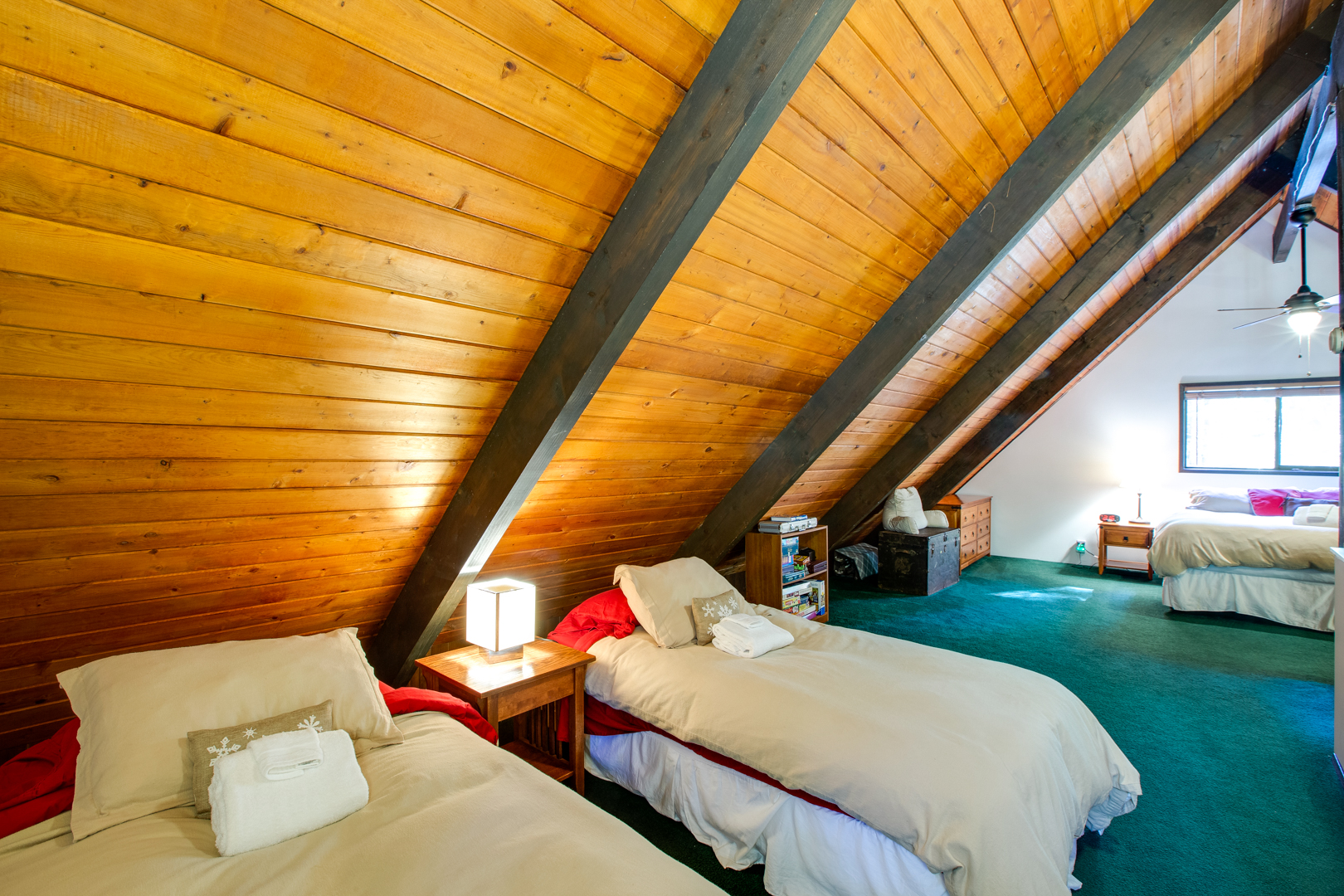 Upstairs loft with 2 twin beds