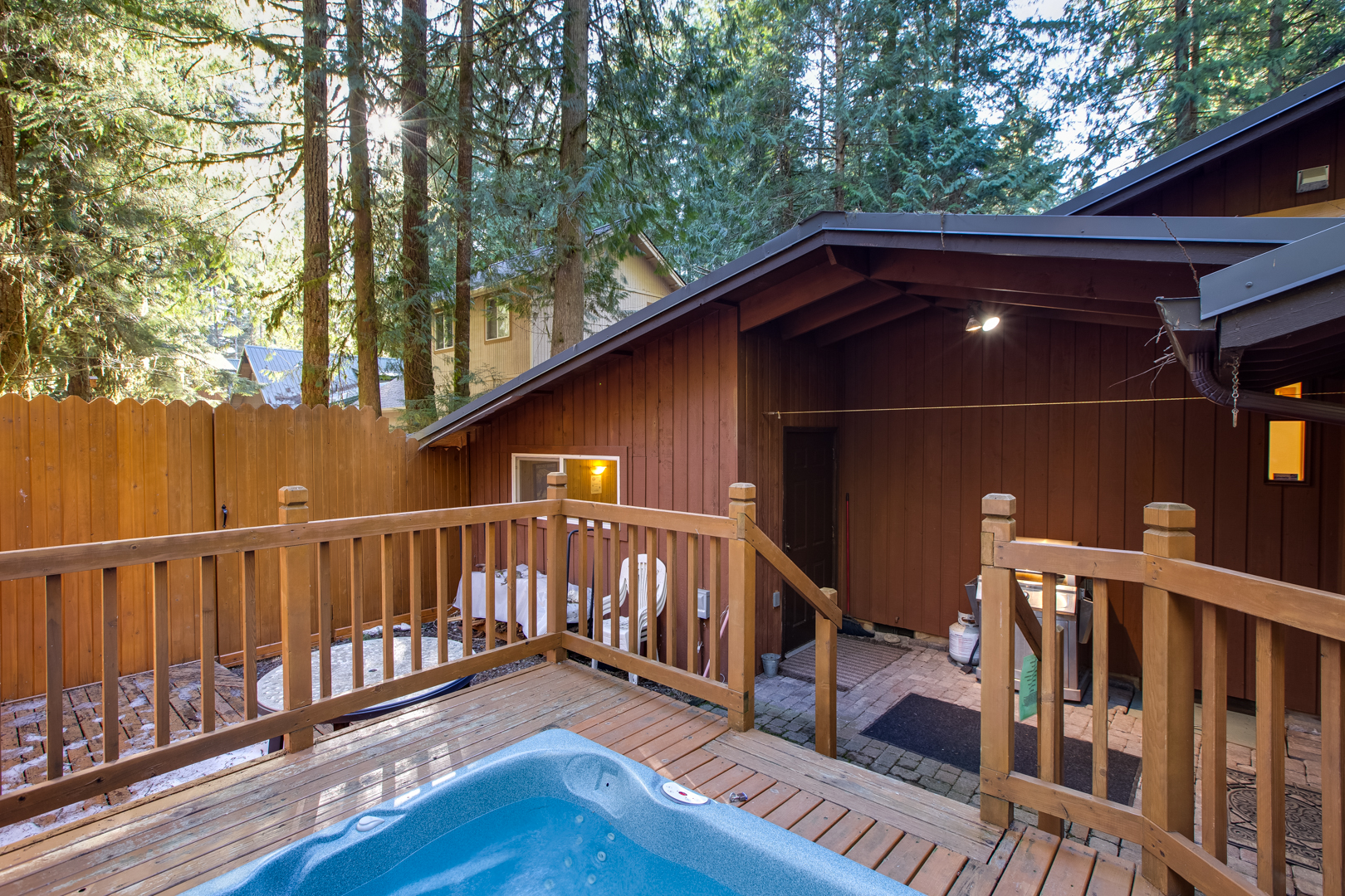 Another view of hot tub area