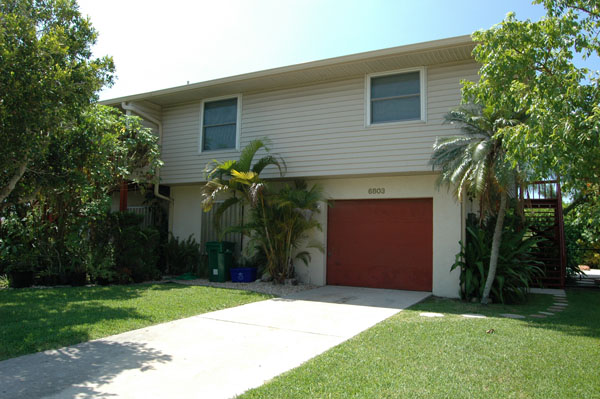 a wright place 2 bedroom vacation duplex rental holmes beach fl 33248 fr. Black Bedroom Furniture Sets. Home Design Ideas