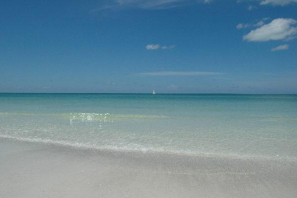 Bradenton Beach vacation rentals across from the beach