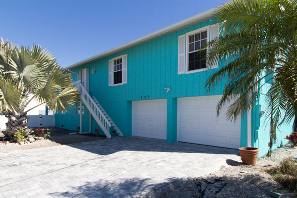 Sirena del mar sleeps 8 pool 33580 find rentals for Beach house designs satellite beach fl