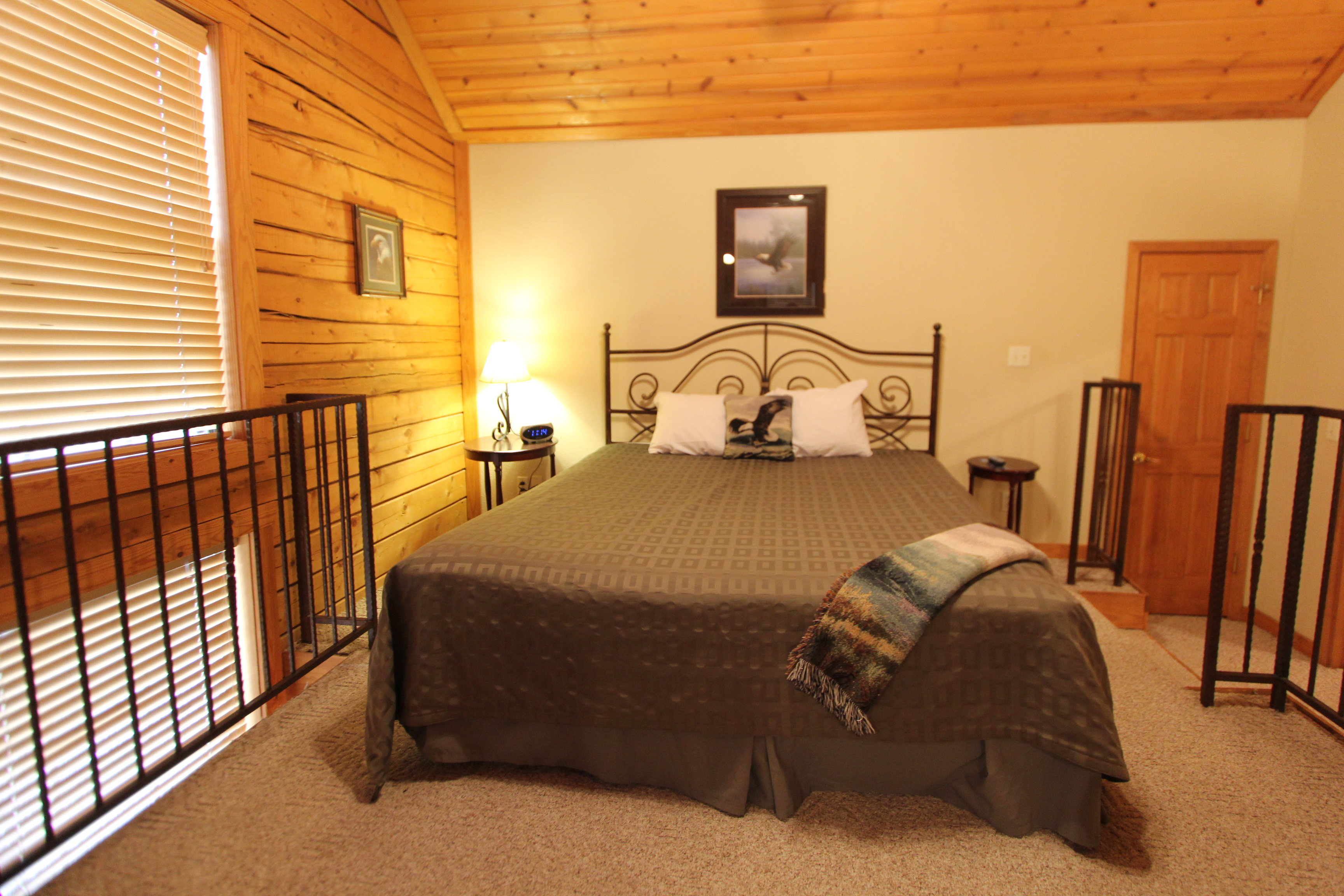 bedroom cabin at vacation branson the moonlight located grand nightly bath fr more mountain rental sunset show rentals cabins images
