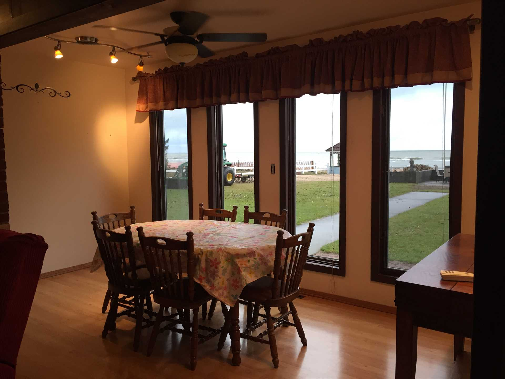 MH Dining Table Area