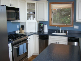 Well-equipped kitchen w/SS appliances