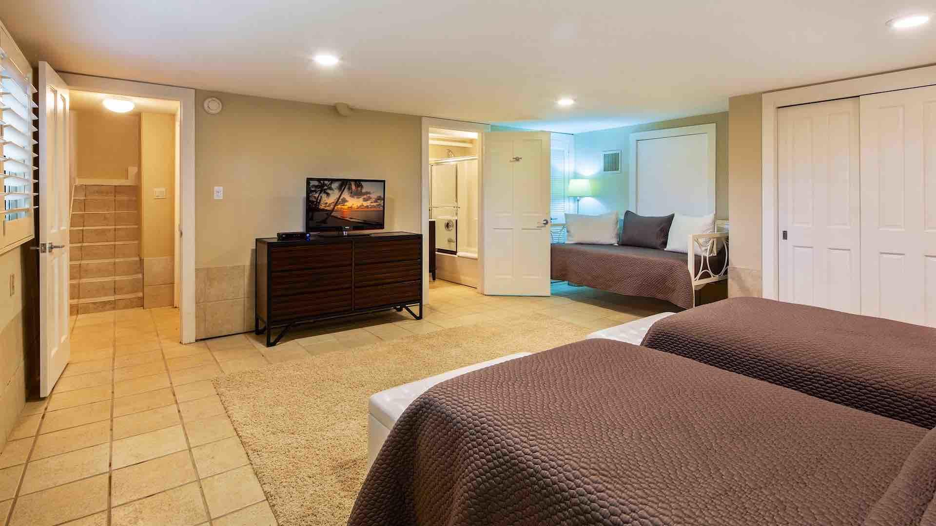 The fourth bedroom also has two twin beds that will convert to a King bed...