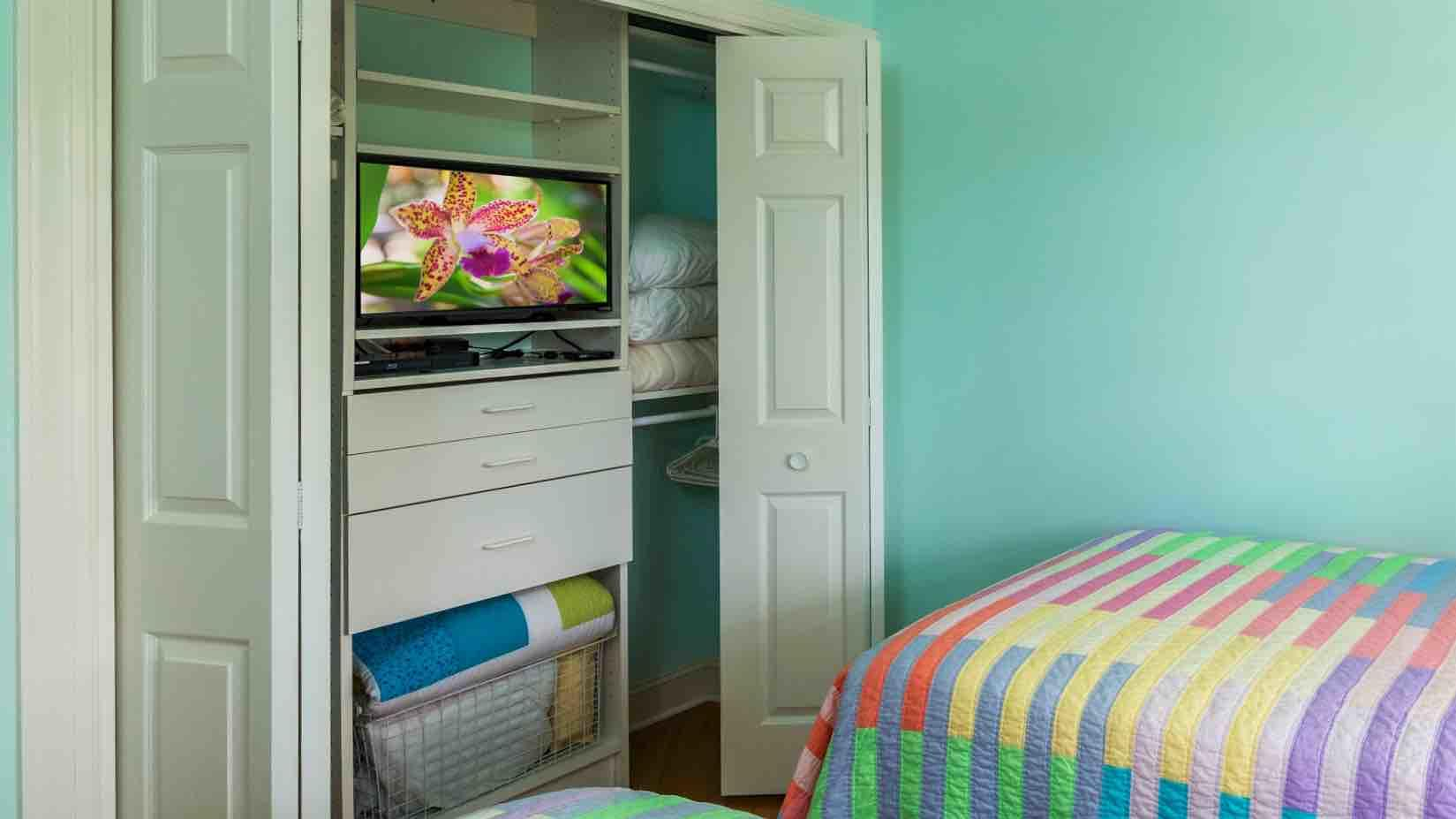 The second bedroom also has a flat screen TV...