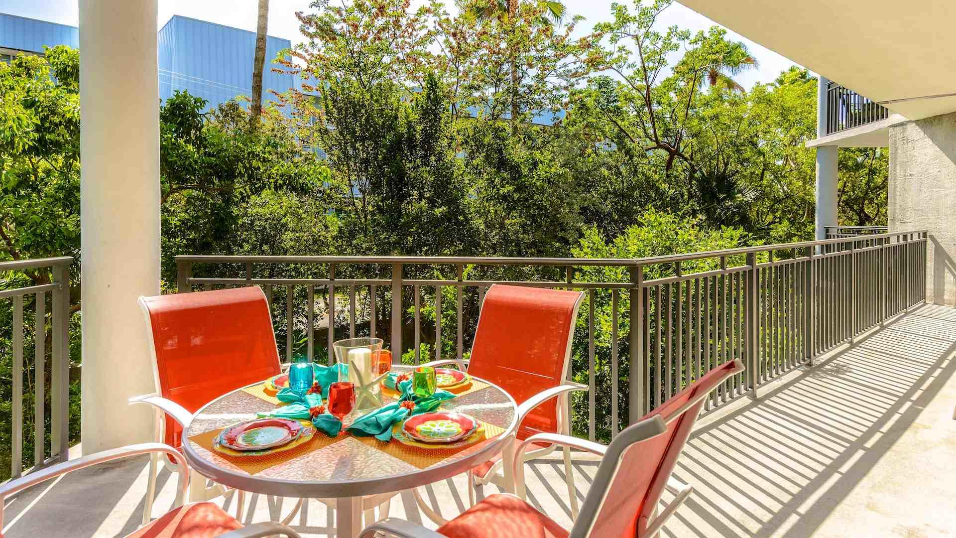 Your private balcony in the treetops for a meal with a delightful breeze...