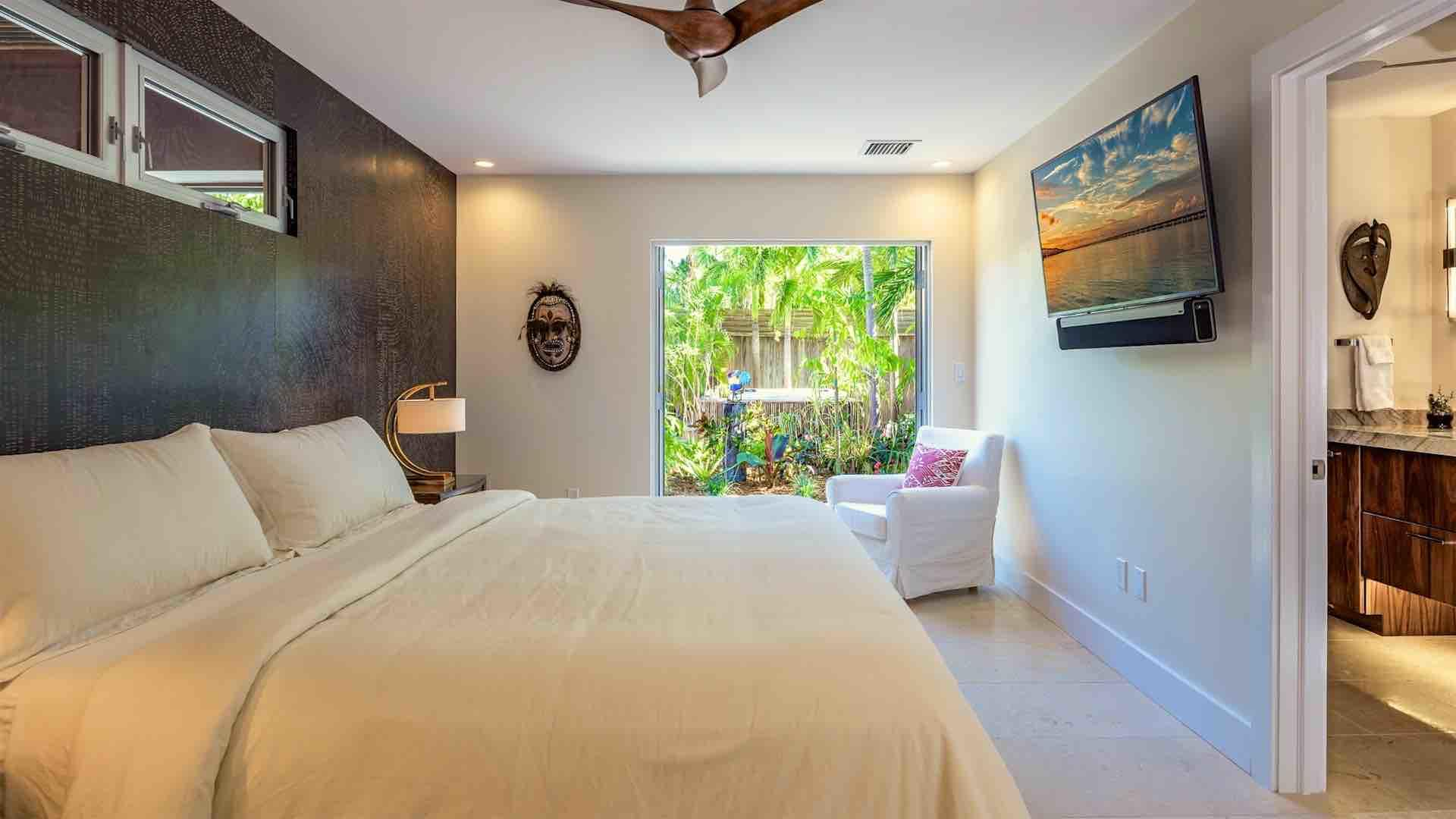 The master bedroom also has a large flat screen TV and offers direct access to the pool area...