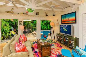 The Coral Frog is a meticulously renovated and decorated one-story private home in the Casa Marina neighborhood...