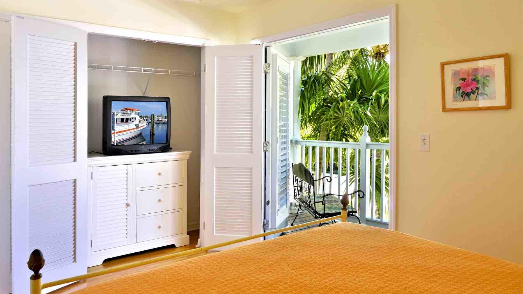 The third bedroom has its own private balcony. Flat screen TV has been installed...