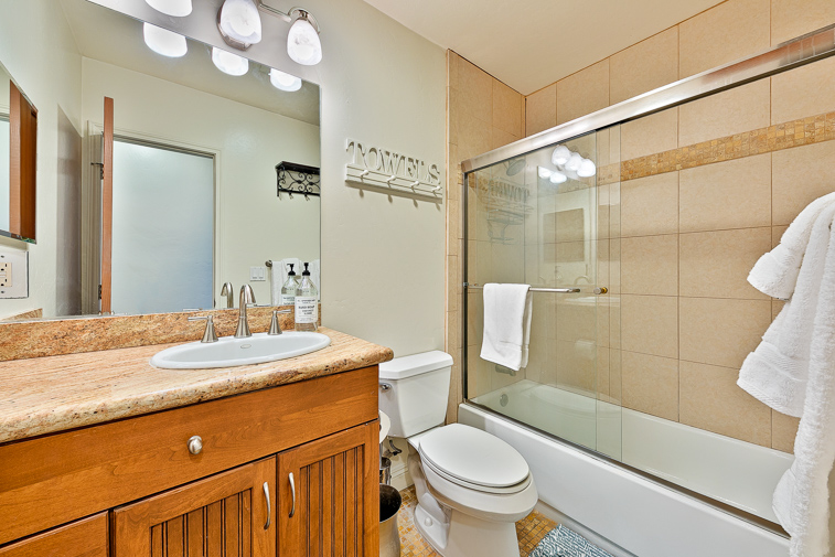 Modern, comfortable bathroom with shower/tub combination.