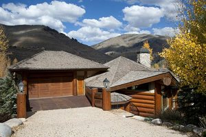 4 bedroom mountain view luxury vacation home in Vail