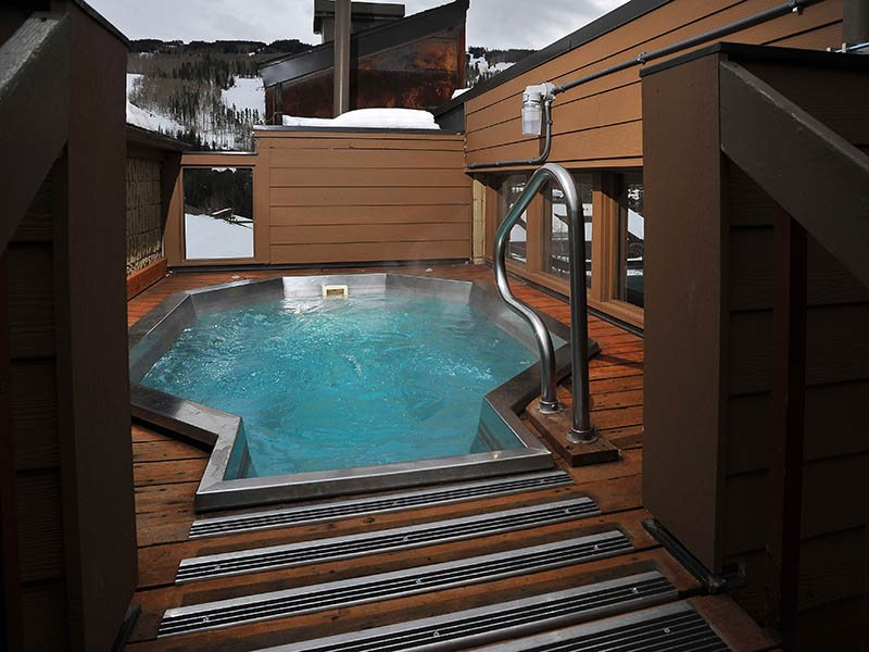 Vail condo rental with hot tub and by the lifts