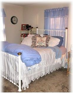 Americana Room with lots of charm! - Kelseyville Travel Acco
