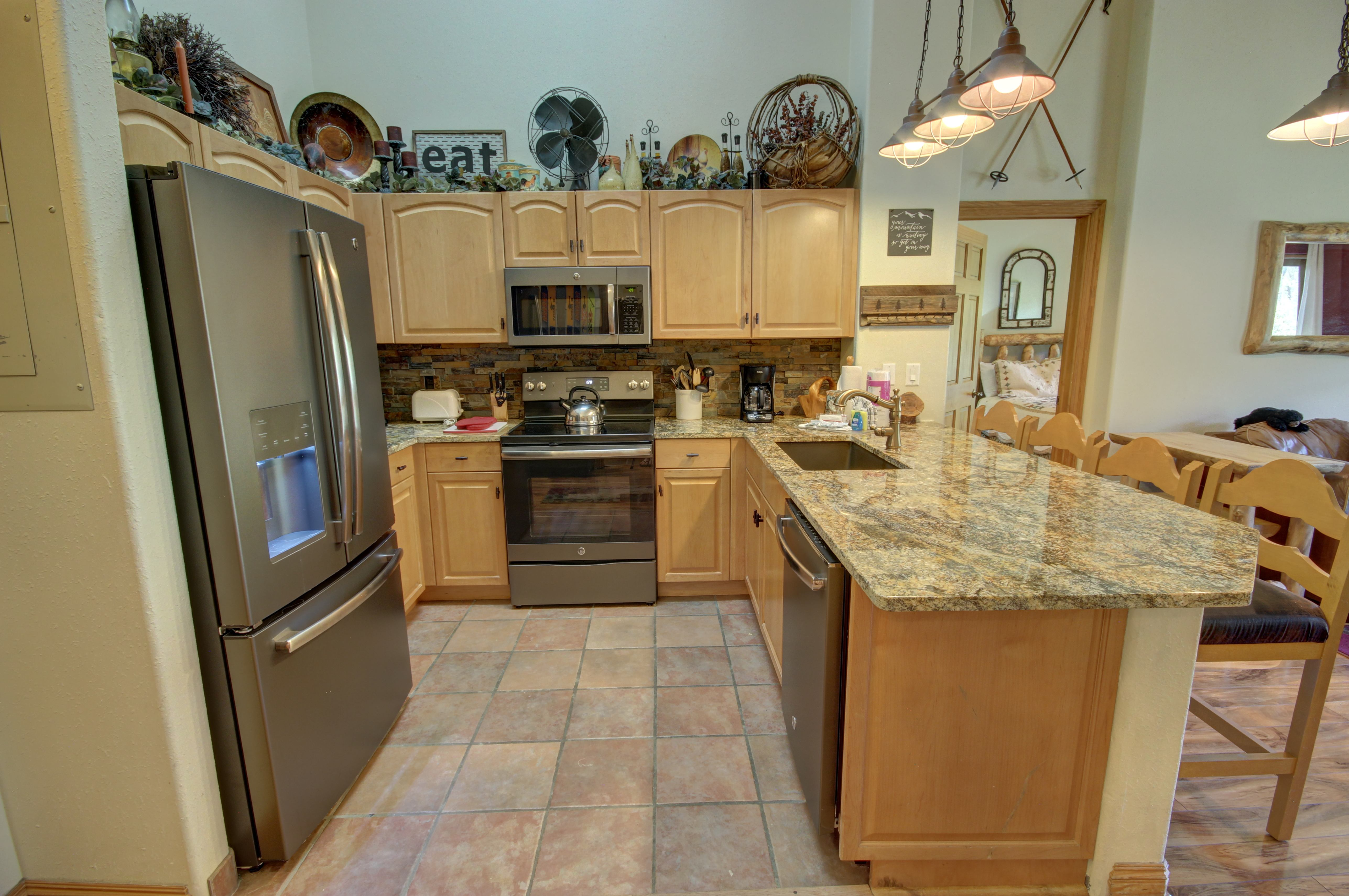 Nice open kitchen with plenty of space for cooking