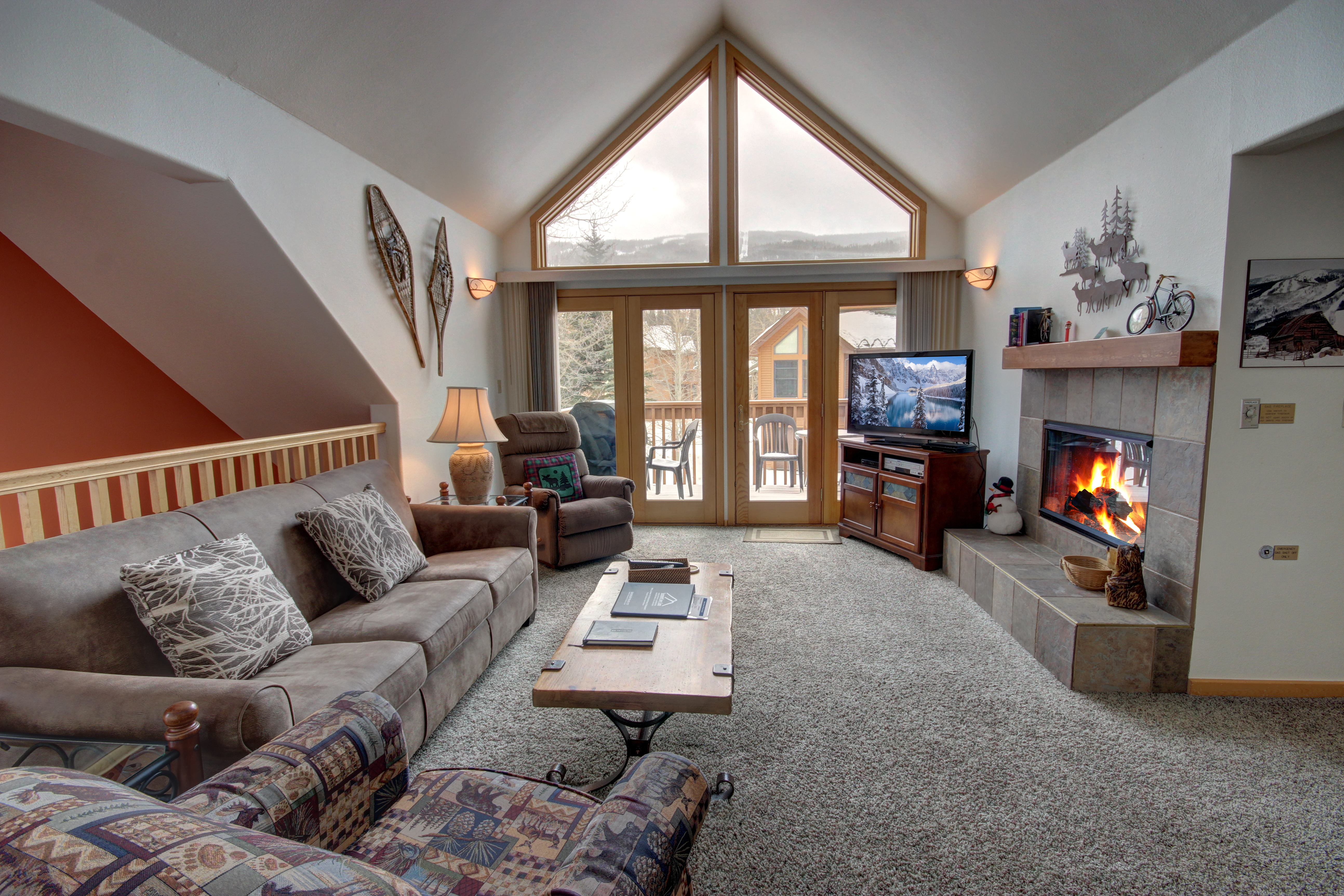 Living room with cozy 2 way fireplace