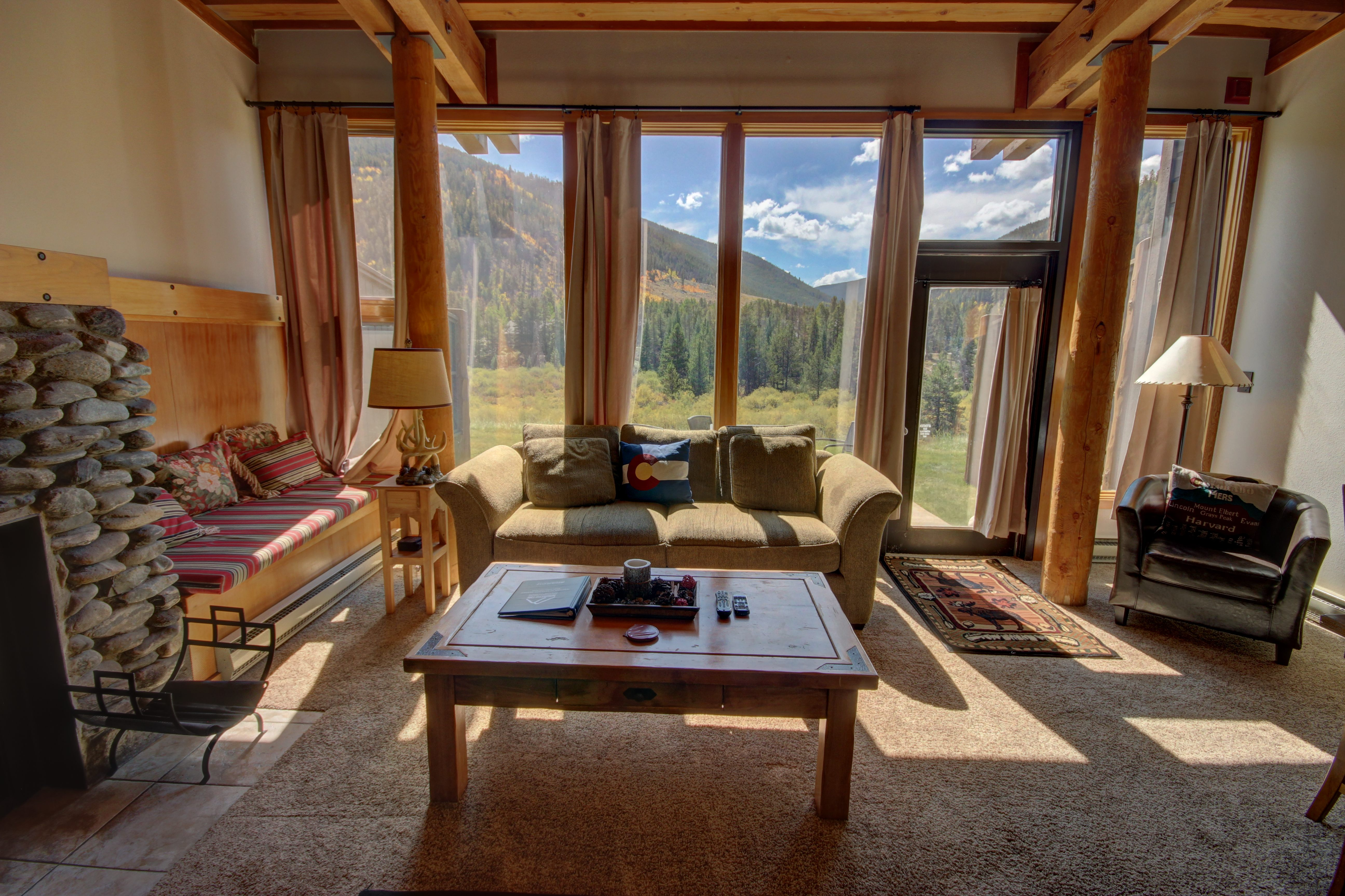 living room with windows to view phenomenal parts of Keystone