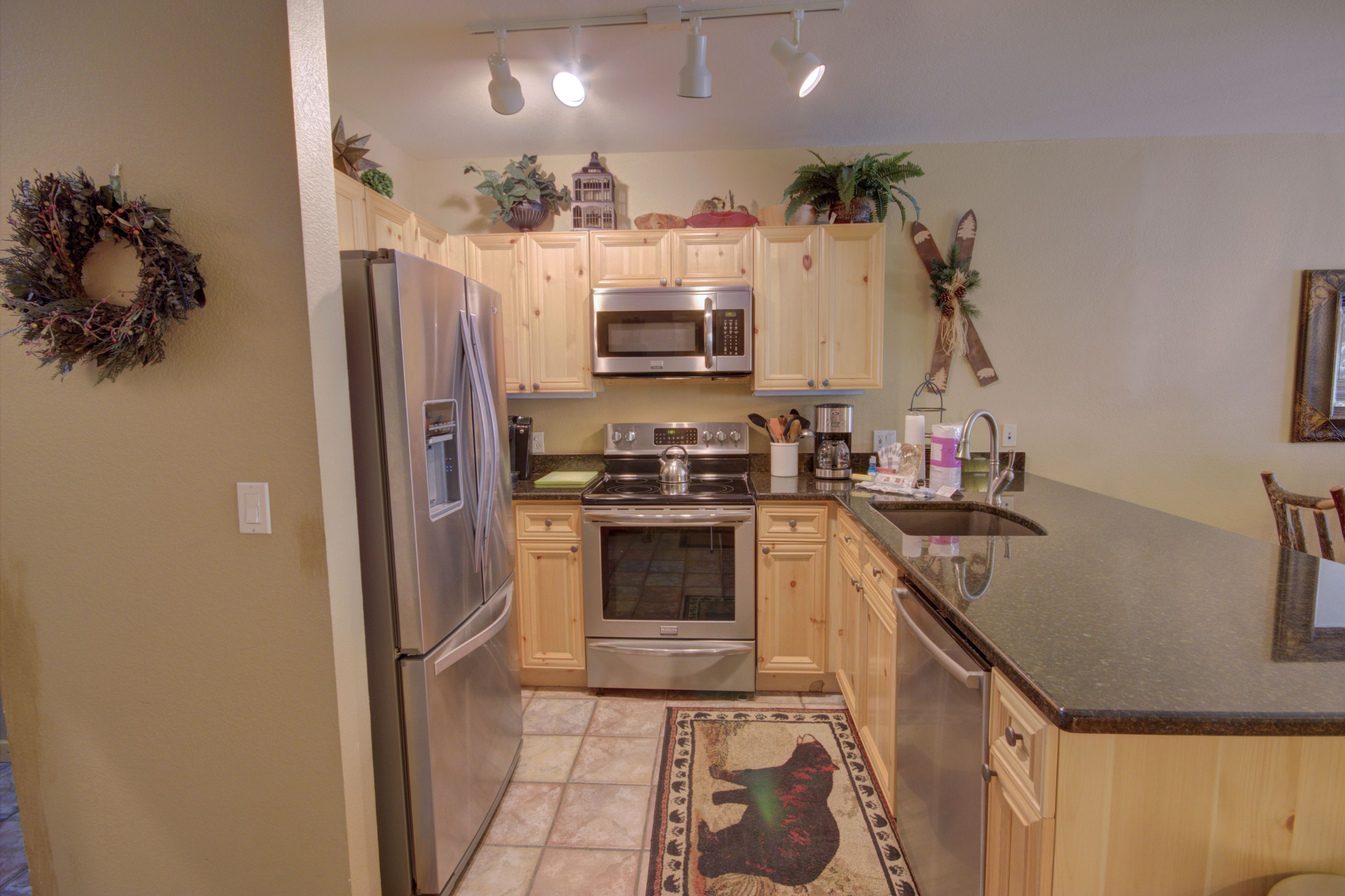 Kitchen with lots of space, perfect for a family dinner