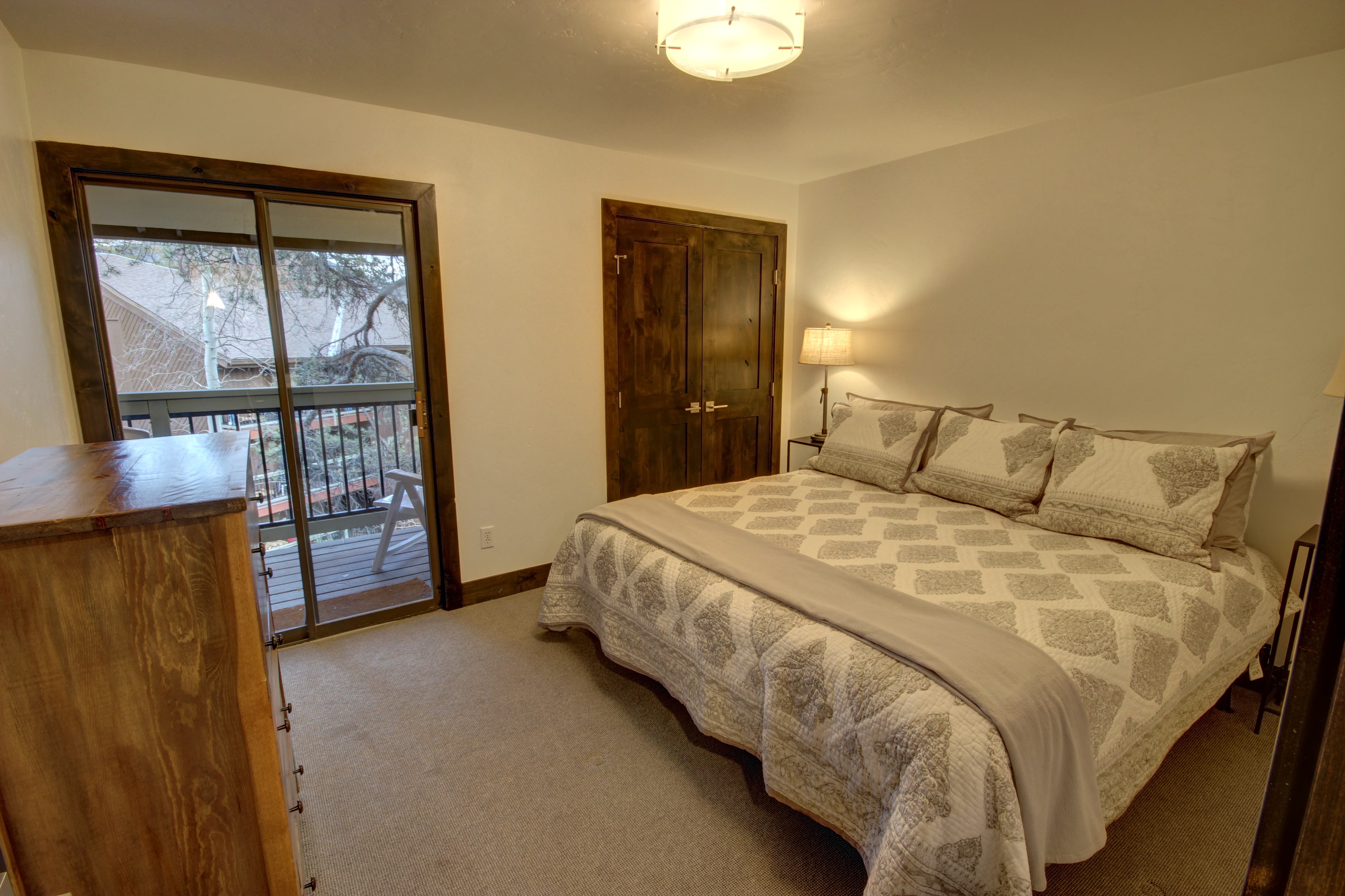 Bedroom with comfortable beds and amazing view