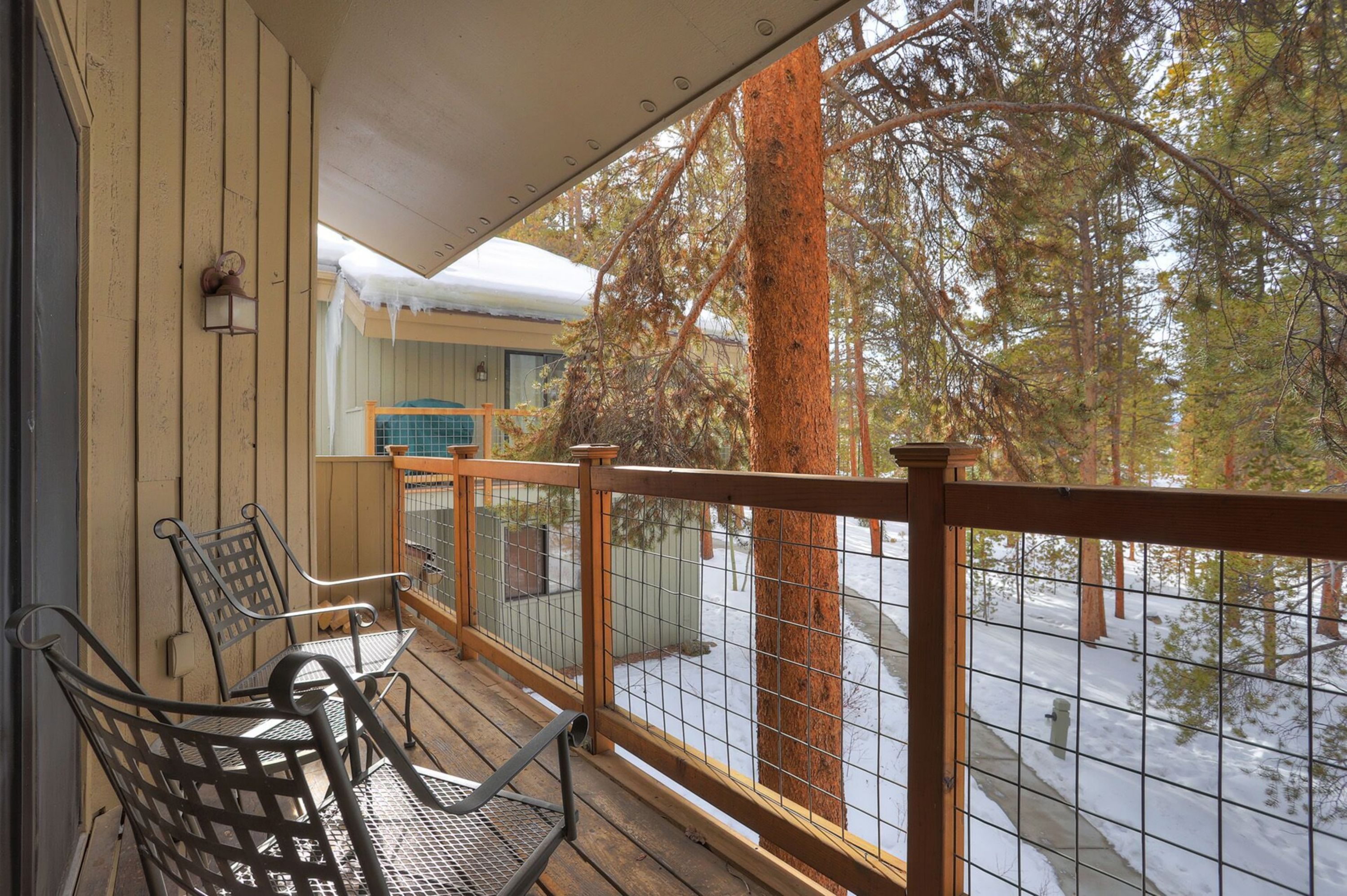 Porch with space for chilling and looking at nature