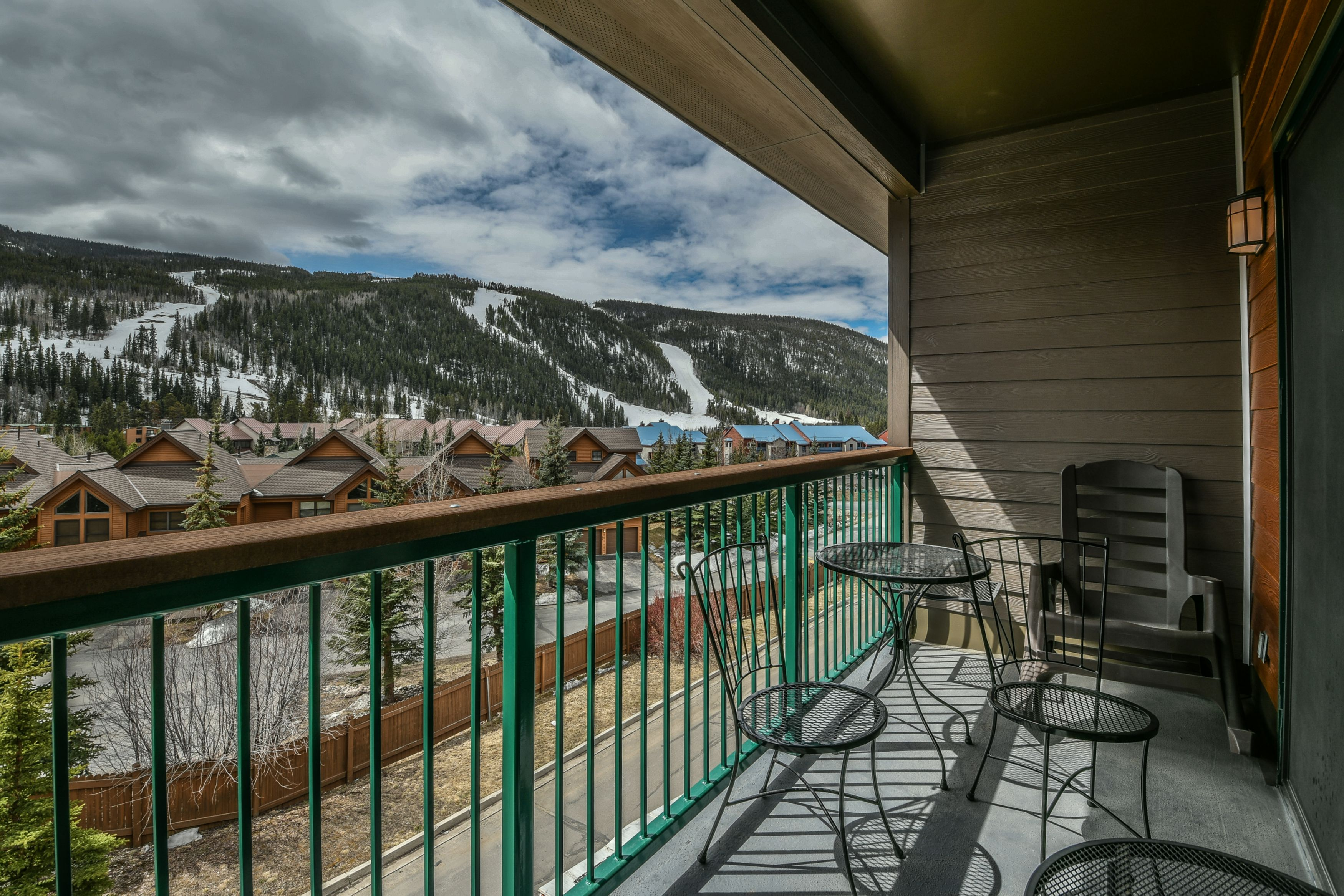 Unbelievable mountain view from your very own balcony
