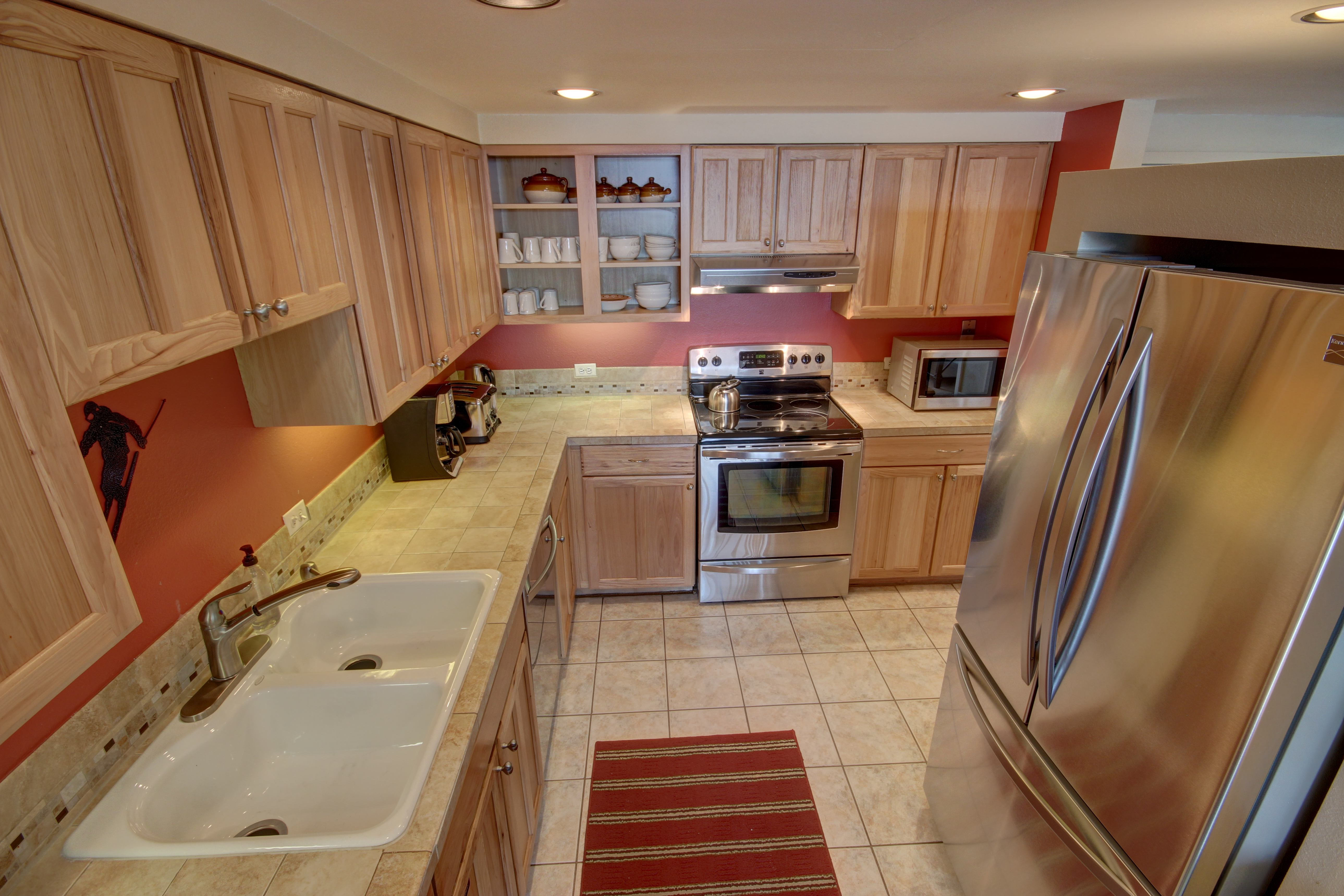 Kitchen with room to put all your appliances and have room to cook