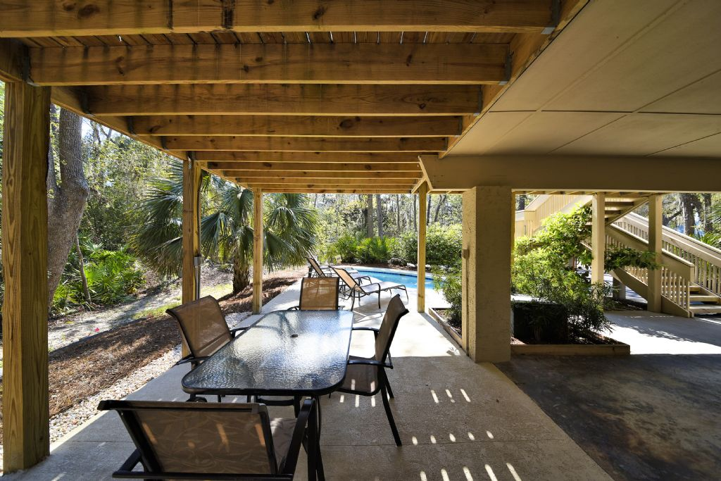 Poolside Dining Area -
