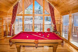 Sevierville 2 bedroom cabin rental in the Smoky Mountains, TN