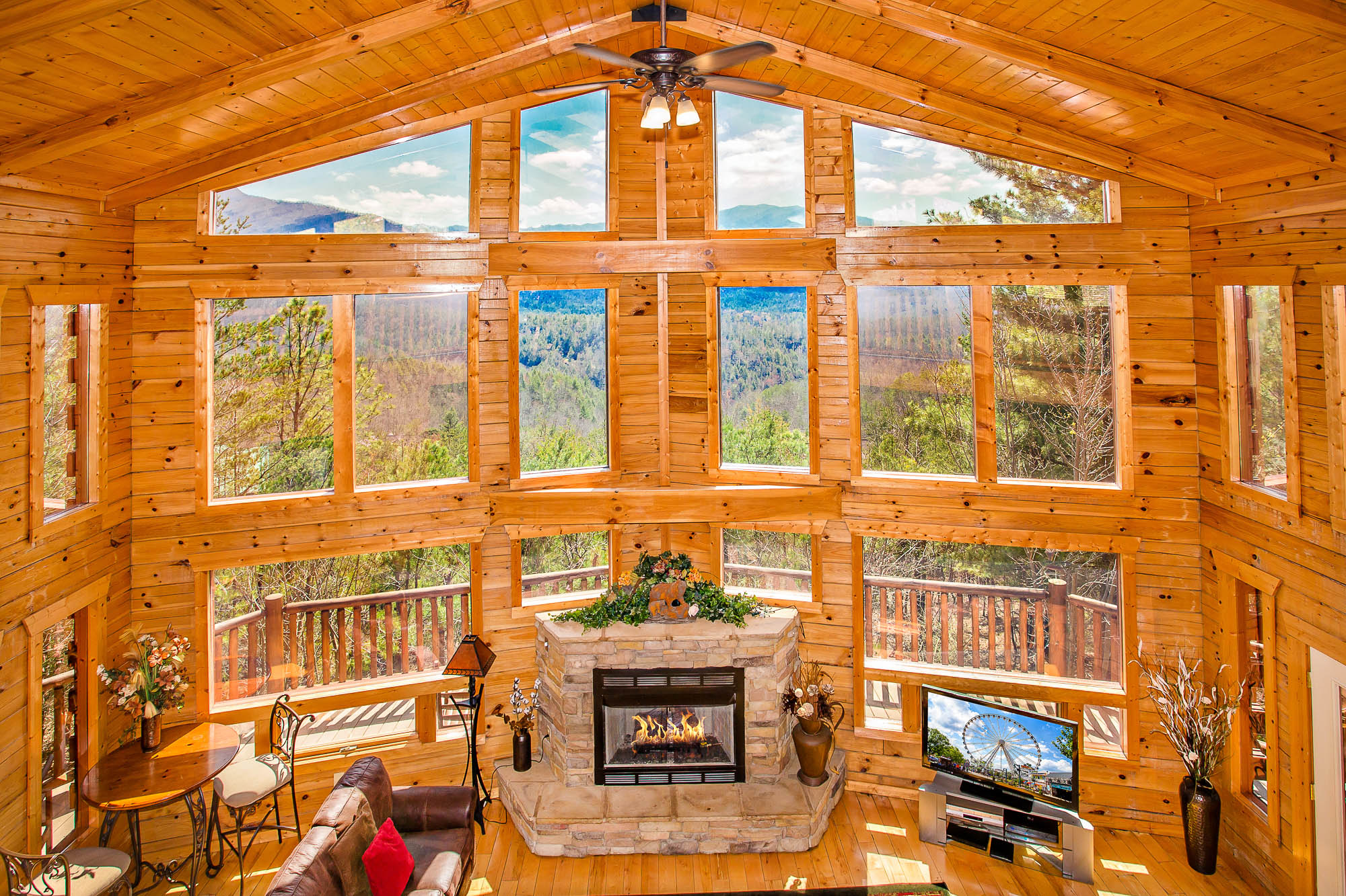 Linger Lodge Place To Stay On Vacation 4 Bedroom 5 Full Bathroom Gatlinburg Tennessee 134020 Find Rentals