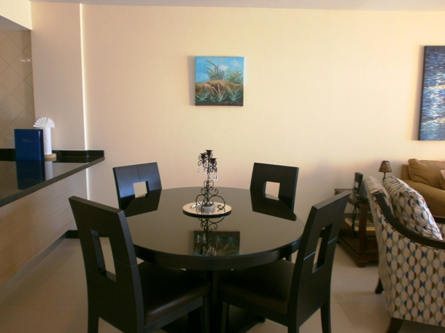 4-seat dinning table.