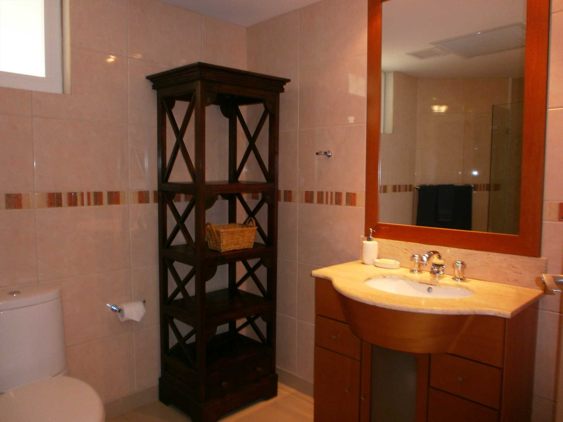 Full bathroom on studio room