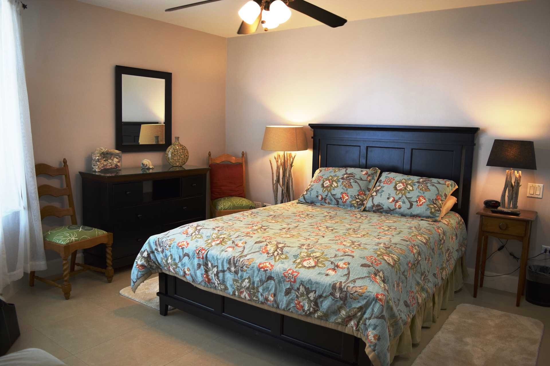 Second bedroom with queen-size bed