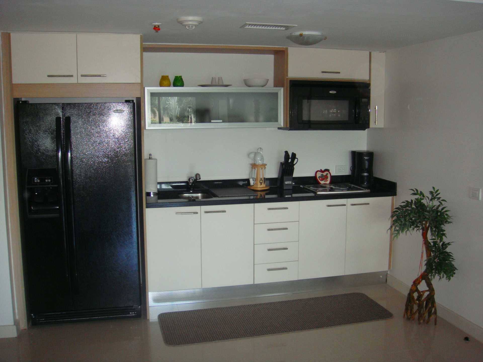Fully equipped nice-sized modern kitchen