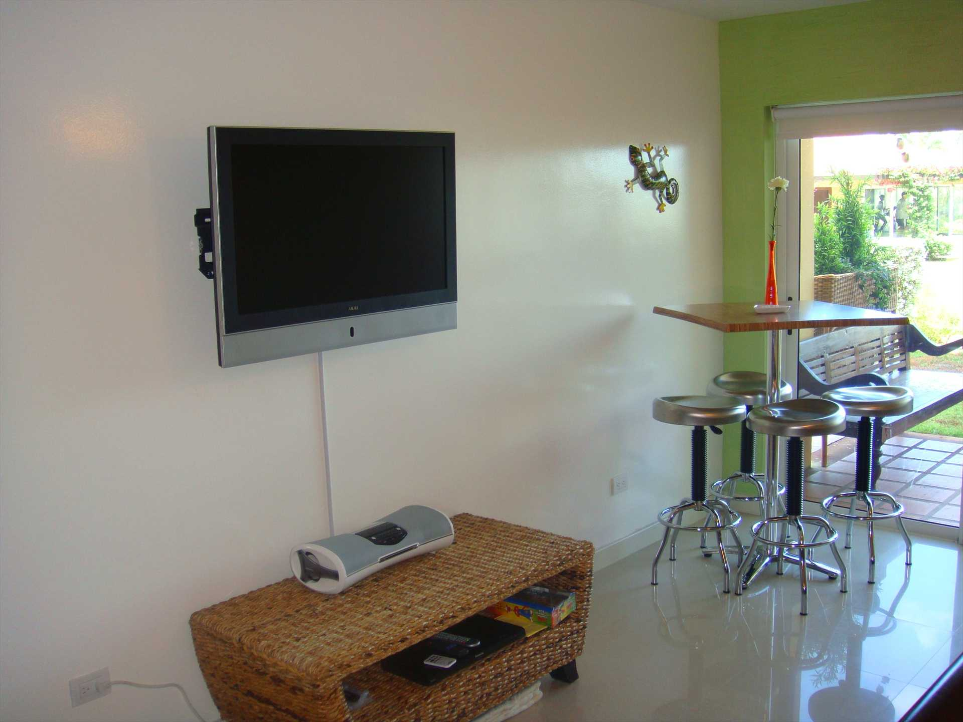Flatscreen HDTV's in living room and all bedrooms.