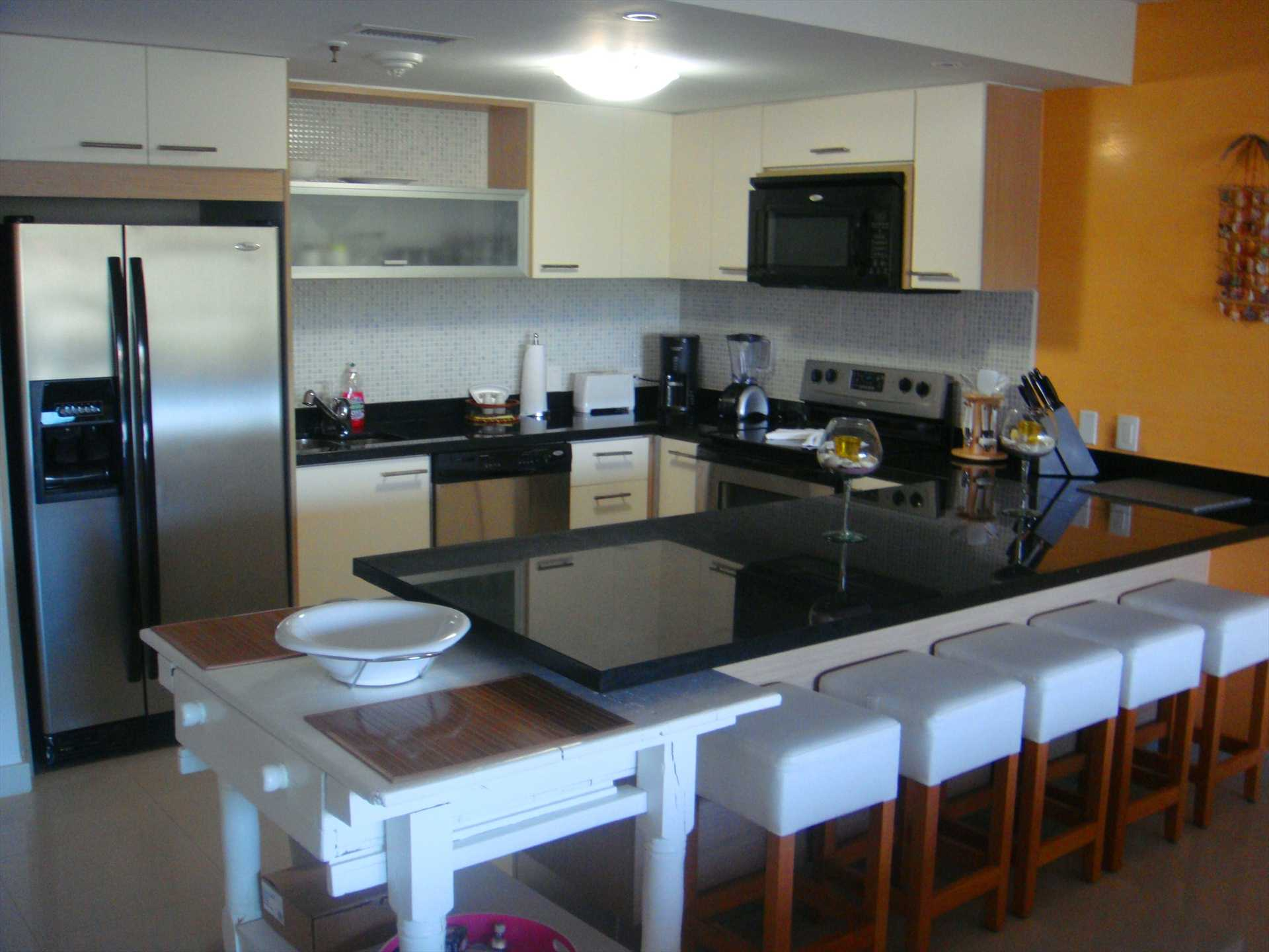 Full-size fully equipped kitchen with 5-seat bar-table.