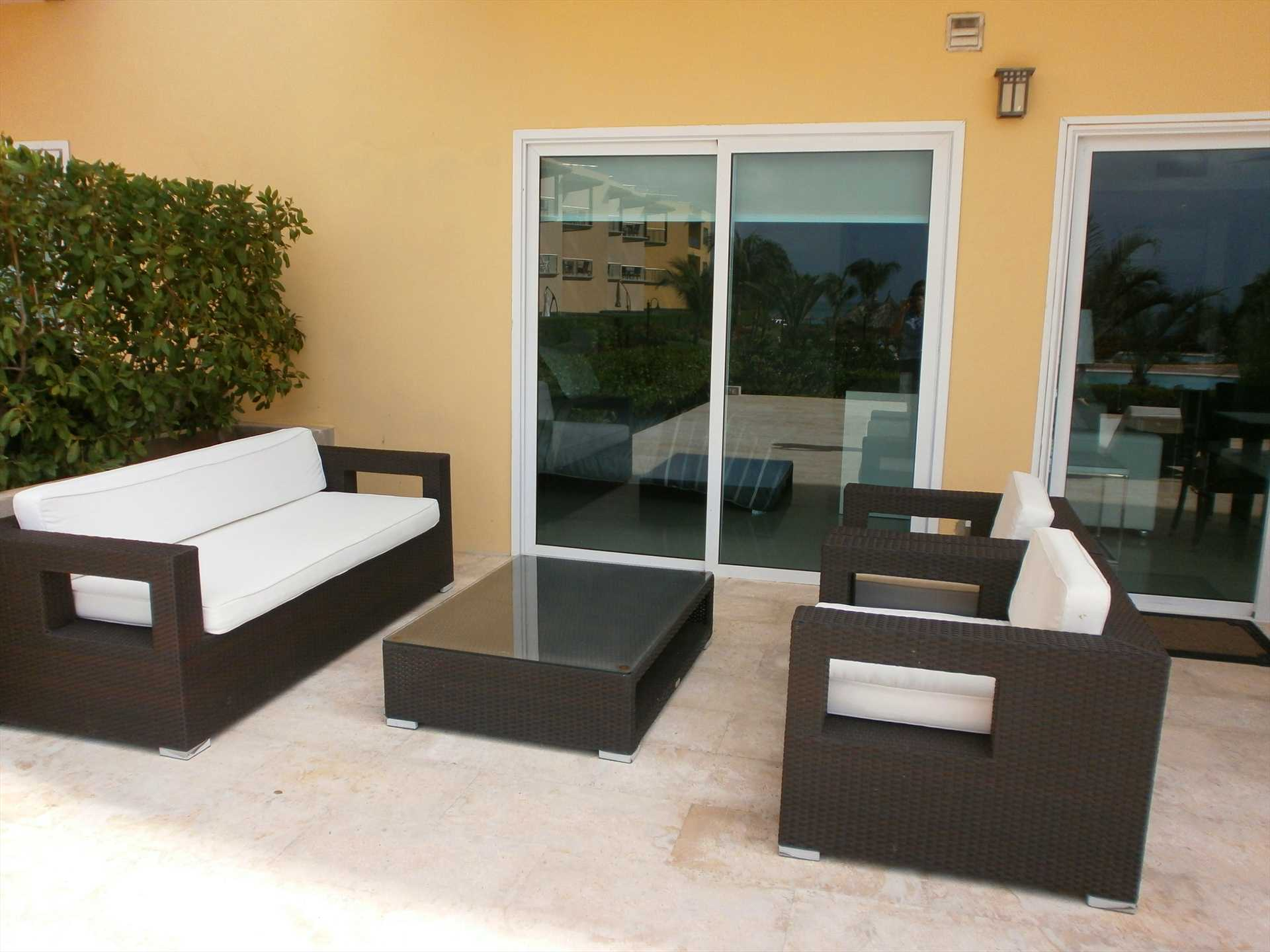 Your modern 3-1-1 sofa set on the private terrace.