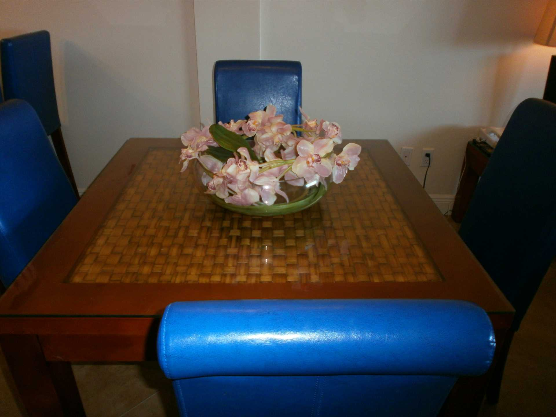 Dinning area with 4-seat table.